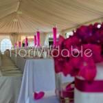 Decorazione tavolo reale con rose e ortensie fucsia