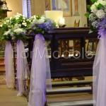 Addobbo navata centrale con tulle e bouquet floreali