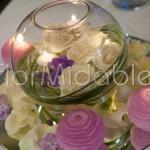 centrotavola con rose, ortensie e candele