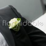 boutonniere elegante con rosa bianca per lo sposo