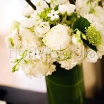 Centrotavola con peonie e fioriture di primavera
