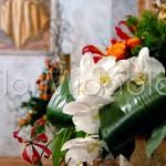 Dettaglio addobbo altare chiesa matrimonio con orchidee bianche