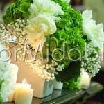 Dettaglio allestimento con peonie bianche e ortensie verdi