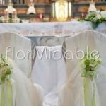 Allestimento cerimonia religiosa con fiori primaverili bianchi e verdi