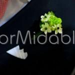 Bottoniera con delicati fiorellini bianchi