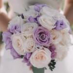 Bouquet da sposa romantico con rose lilla