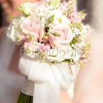 Bouquet color cipria con rose e bacche