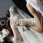 Bracciali fioriti per testimoni con roselline bianche