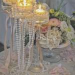 Centrotavola con fiori, perle e candele