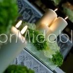 Composizioni chiesa con fiori e candele