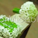 Portafedi floreale con velo da sposa e santini verdi