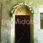 Romantica decorazione ad arco del portale