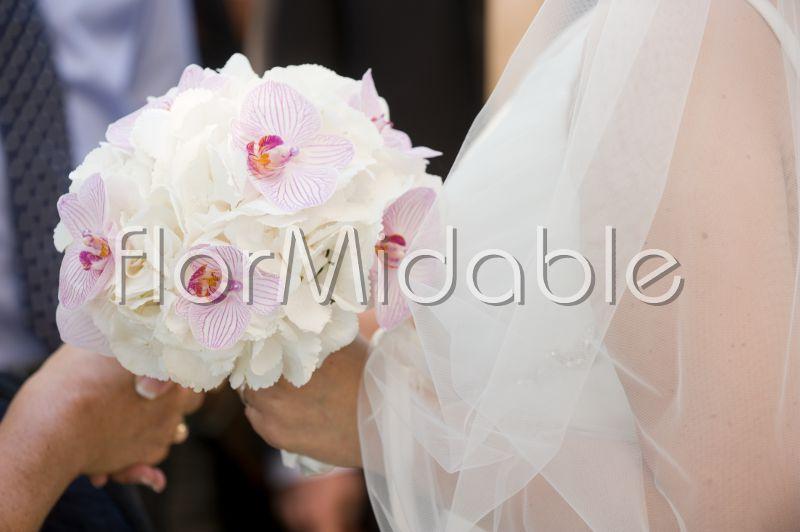 Bouquet Ortensie E Orchidee : Matrimoni e bouquet da sposa nei toni del viole lilla