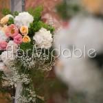 Addobbo matrimonio con peonie, rose e ortensie bianche, corallo e pesca