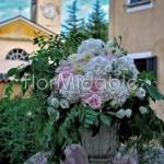 Composizioni per ricevimento in stile garden su vasi rinascimentali