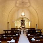 Addobbo matrimonio stile minimal Abbazia di Santo Spirito
