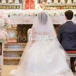 Addobbo semplice ed elegante nelle tonalità del cipria per matrimonio religioso