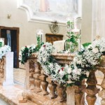 Addobbo chiesa con ghirlande fiorite