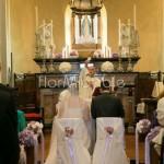 Addobbo chiesa con sfere floreali lilla