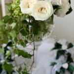 dettagli floreali color crema per tavolo delle bomboniere