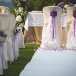 Allestimento insolito con fioriture viola, lilla e malva.