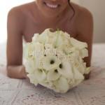 Bouquet bianco dall'eleganza classica con calle, rose e ortensie