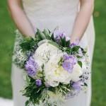 Bouquet profumato con peonie, fresie e gelsomino