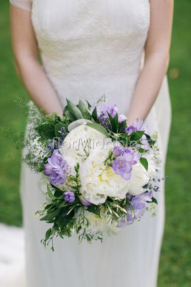 Bouquet Sposa Lilla.Matrimoni E Bouquet Da Sposa Nei Toni Del Viole E Lilla