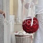 raffinato bouquet a sfera di rose rosse