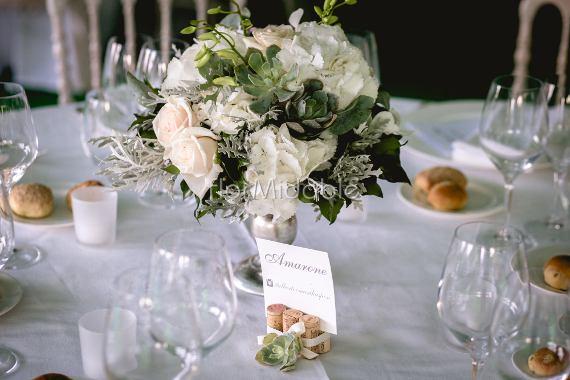 Matrimonio Tema Orchidee : Matrimoni e bouquet sposa con fiori in bianco avorio