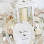 Centrotavola con lanterne e fiori rosa cipria