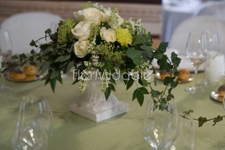 Matrimoni e bouquet sposa con fiori in bianco e avorio for Centrotavola in inglese