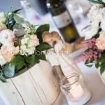 Centrotavola in stile garden e naturale con fiori tonalità tenui