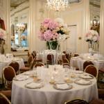Centrotavola elegante su vasi alti in vetro al Grand Hotel Des Iles Borromees