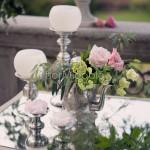 Dettagli floreali e accessori vintage per matrimonio elegante