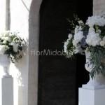 Addobbo portale esterno chiesa con vasi rinascimentali