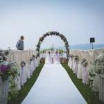 Arco fiorito per matrimonio all'aperto a Villa Repui