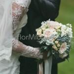 Bouquet della sposa con succulente e rose cipria