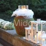 Scenografie con lanterne e candele per ricevimento nel parco