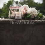 Decorazione romantica balconata con fiori e candele