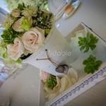 Centrotavola rustico con rose cipria e succulente