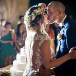 Coroncine floreali: un must per la sposa bohémien al taglio della torta