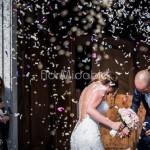 L'uscita degli sposi dopo la cerimonia