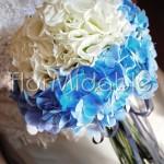 Raffinato bouquet bianco e blu con ortensie