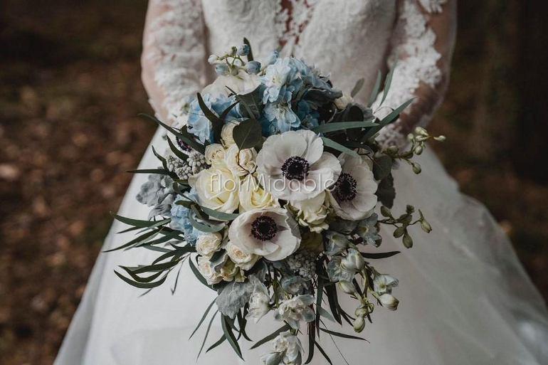 Bouquet Sposa Tiffany.Matrimoni E Bouquet Da Sposa Con Fiori Blu Tiffany Azzurro