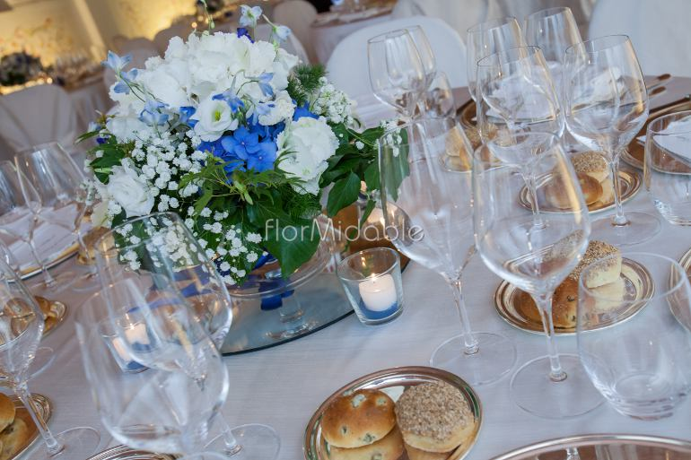 Centrotavola Con Ortensie E Candele : Matrimoni e bouquet da sposa con fiori blu tiffany