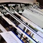 Tableau mariage in sospensione con nastri e decori floreali